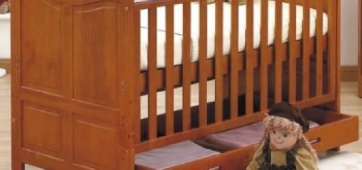 Sturdy baby Crib