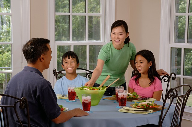 6 Benefits of Eating Meals Together As a Family