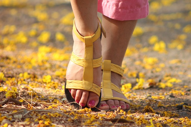 6 Easy Ways to Take Care of Your Feet
