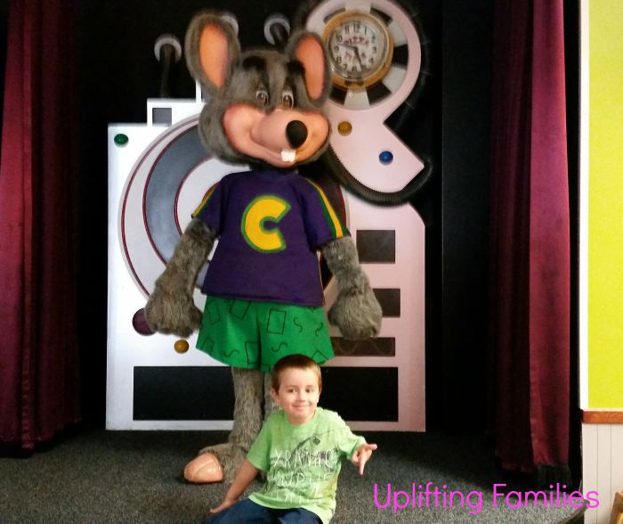 Chuck E Cheese Introduces New Menu